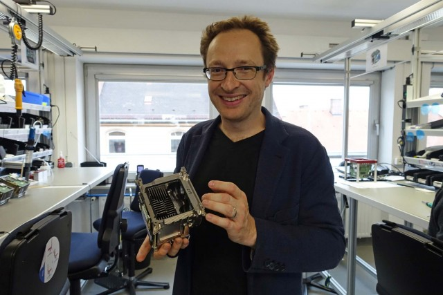 David Bermbach with skeleton of Alexa Mini. It's built somewhat like a Mac Pro, with a central cooling chimney and unibody skeleton. Unlike the Mini, Amira and Alexa bodies are structural.